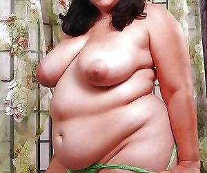 Amateur grannies showing off their big boobs - part 2539