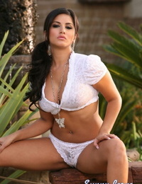Busty erotic Sunny Leone toying her horny kitty outside with her big tits bare