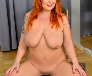 Fat redhead Tammy Jean stretches out her cunt during her nude premiere