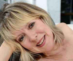 Older British woman Jamie Foster spreads her twat after riding a vibrator