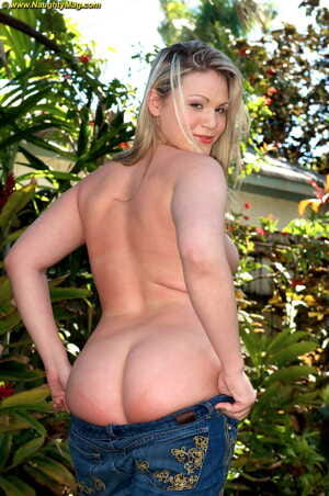Chubby blonde Dani Denver dildo her pussy after getting naked in the backyard