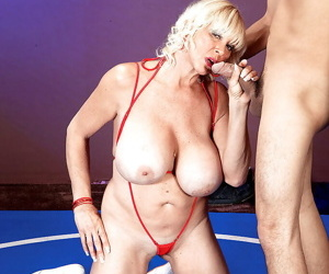 Mature busty mom is getting her pussy licked after stand-up fight