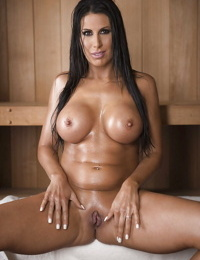 Leggy brunette MILF Makayla Cox showing off naked body in sauna