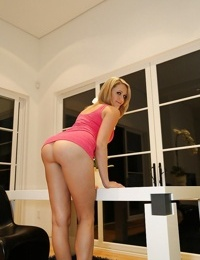 Tall amateur babe Mia demonstrates her outstanding big booty