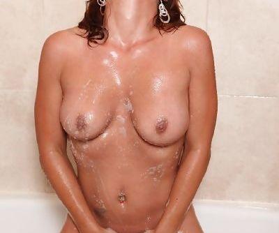 MILF Olivia Sinclair masturbating her wet pussy in shower to orgasm