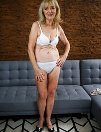Scorching looking granny szuzanne cant wait to have her wet pussy pounded. - part 903