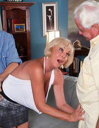 Hubby observes his wifey pounding her raw vagina firm - part 4243