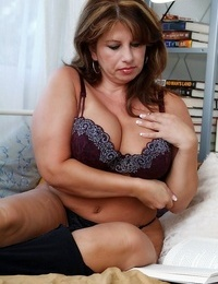 Warm and sexy mother caterine shows all - part 4792