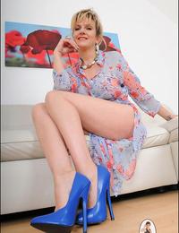 Stiletto high-heeled slippers mega milf stunner lady sonia - part 2480